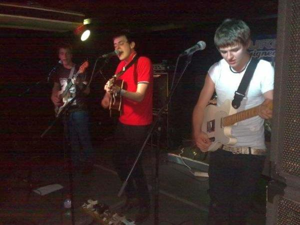 Alastair, Alex and Rooster of The Heroes at Surface Unsigned in Birmingham in 2009