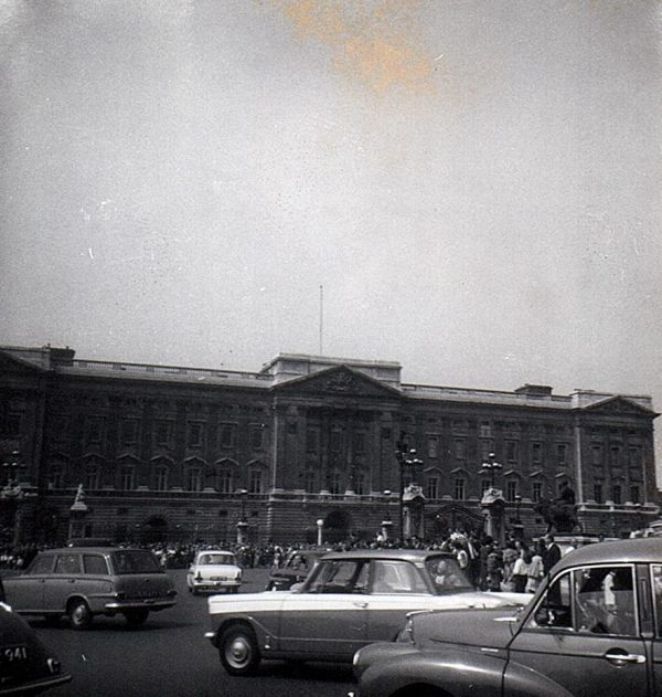 Buckingham Palace photographed bny me in 1963 cropped